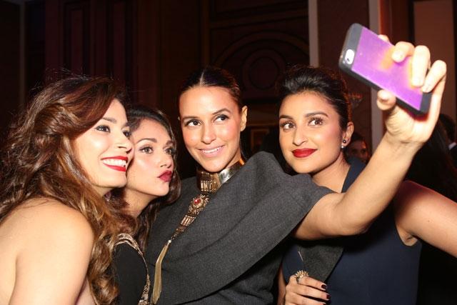 inside-party-selfie-celebs